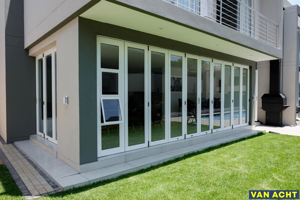 Van-Acht-Aluminium-Sliding-Folding-Doors-12