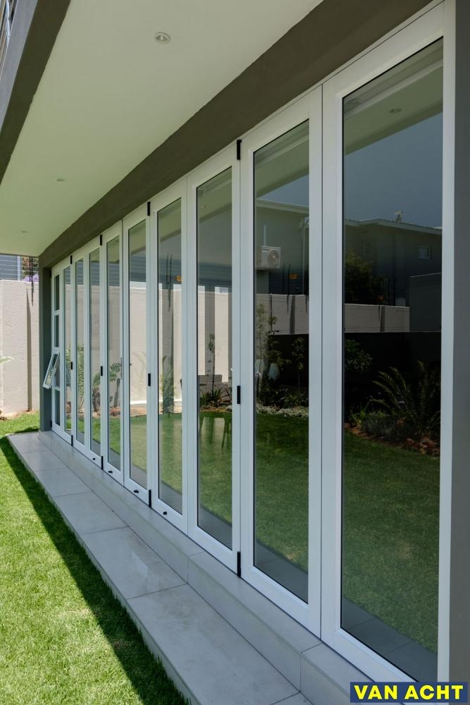 Van-Acht-Aluminium-Sliding-Folding-Doors-9