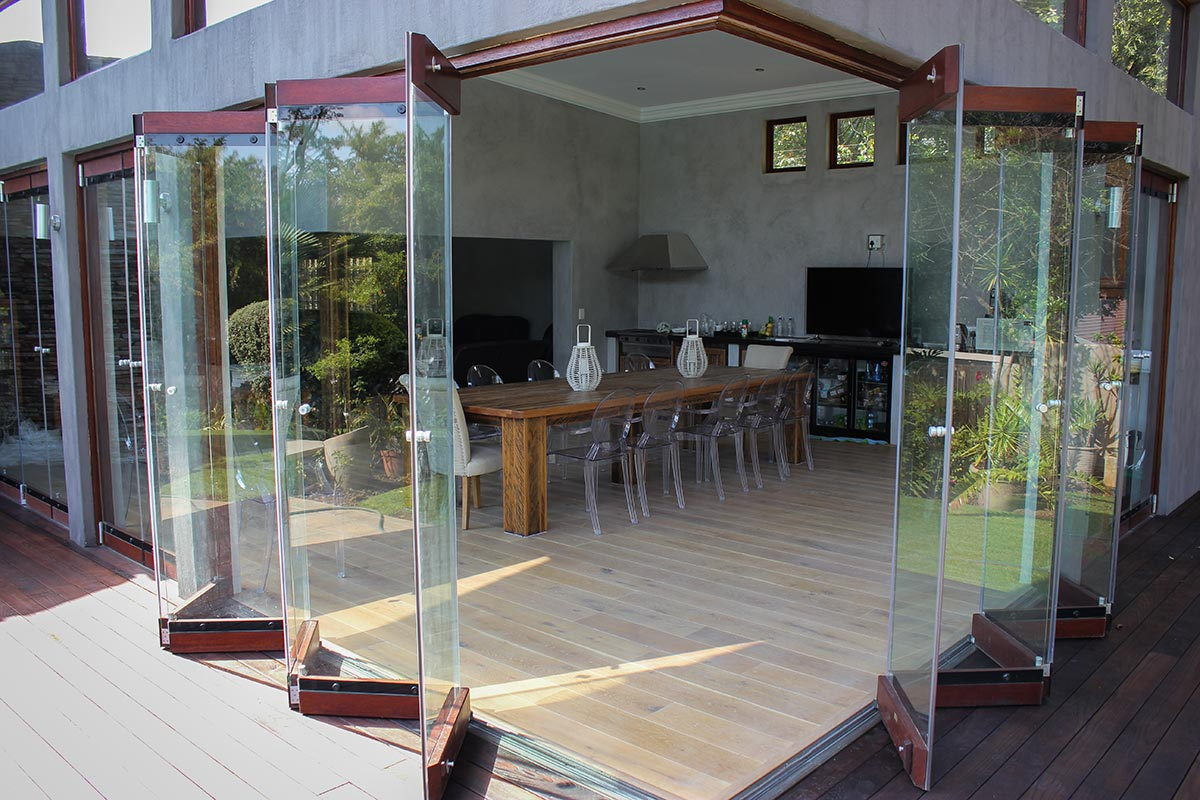 Frameless glass doors van acht windows doors for Frameless glass doors