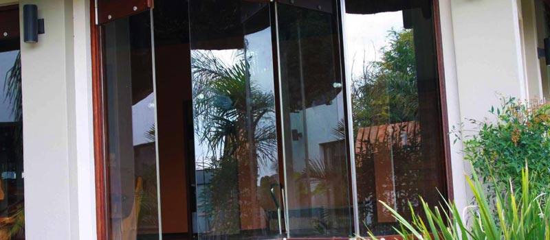 Van Acht Frameless Stacking Doors Feature